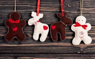 decorazioni natalizie su sfondo in legno