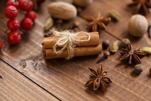 raccolta di spezie per vin brulè e pasticceria foto