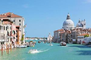 Venezia, Italia. canal grande e basilica di santa maria della salute