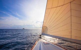 navigazione verso l'isola di mulo - croazia foto