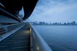 vista notturna della baia di tokyo