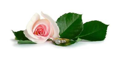 anello di diamanti rosa foto