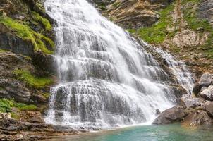 cola de caballo fall, parco nazionale di ordesa, pirenei (spagna) foto