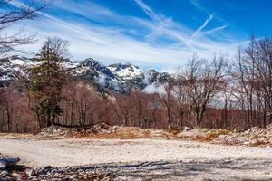 montagne e lago dal parco nazionale del triglav foto