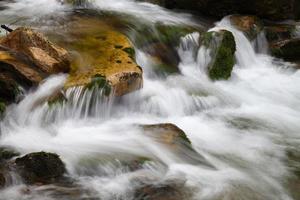 bella cascata nel parco nazionale sumava