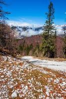 montagne e lago dal parco nazionale del triglav