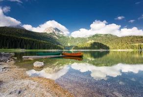 lago nero nel parco nazionale del durmitor, montenegro