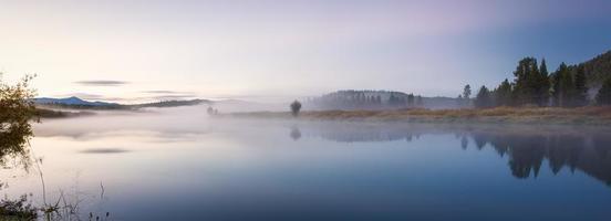 alba di inizio autunno all'ansa foto