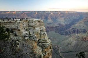 il grand canyon nel tardo pomeriggio.