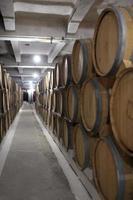 linea di botti di vino foto