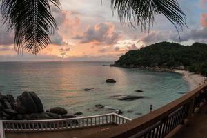 tramonti e albe a cristal bay, samui, thailandia