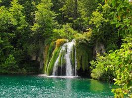 cascata nei laghi di plitvice foto