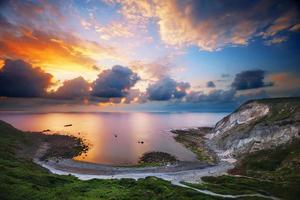 baia di menakoz al tramonto