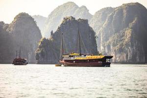 baia di ha long, vietnam