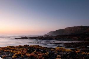 costa rocciosa nel sud-ovest dell'Alentejo, in Portogallo