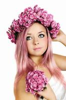 donna dai capelli rosa