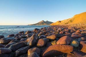 costa di Cabo de Gata all'alba