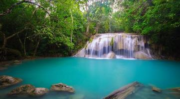 cascata di erawan, kanchanaburi, thailandia