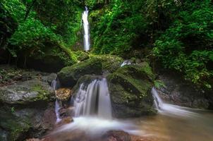 cascata phasanngon a nakhon nayok, thailandia.