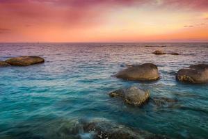 tramonto alla spiaggia di hua hin, thailandia