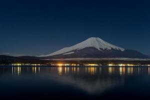 bellissimo mt. fuji da un lago yamanakako