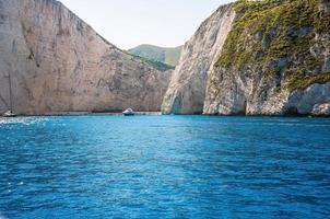 vista della spiaggia di Navagio sull'isola di Zante, in Grecia