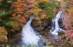 cascata di ryuzu in giappone