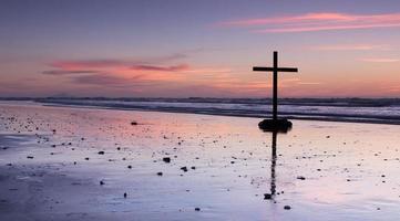 la croce sulla spiaggia