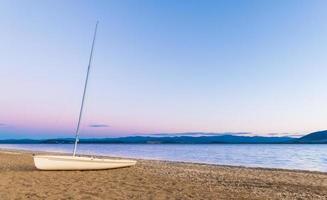 spiaggia di barche a vela