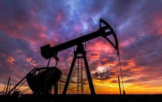 funzionamento pozzo di petrolio e gas foto