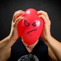 spremitura palloncino arrabbiato