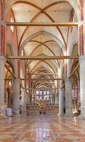 venezia - navata della chiesa di santa maria gloriosa dei frari.