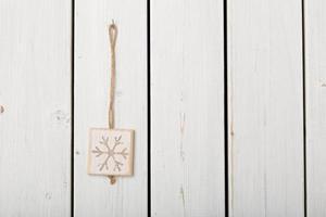 schneeflocke zur dekoration auf holz