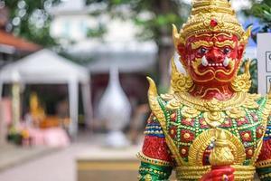 statua gigante rossa foto