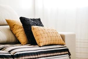 cuscini sul divano