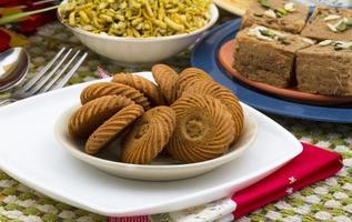 biscotti freschi sul vassoio