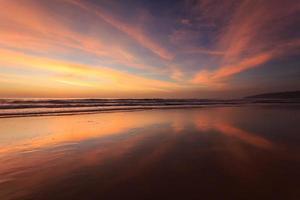 spiaggia al tramonto a phuket thailandia