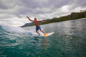 navigare un'onda. isola di bali. Indonesia. foto