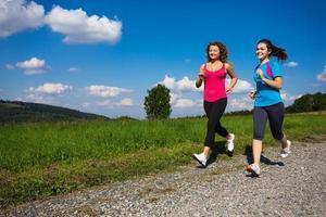 donne che fanno jogging