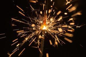 scintille luminose di fuoco bengala foto