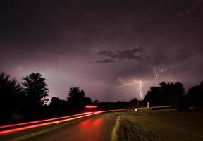 fulmine sulla guida di auto. foto