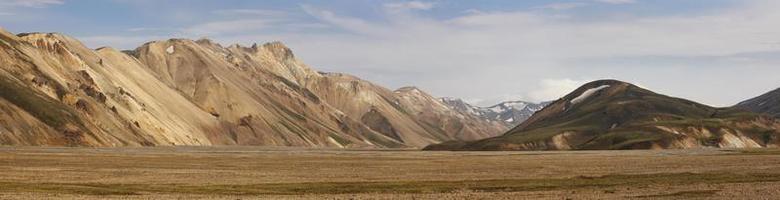 Islanda. zona sud. fjallaback. paesaggio vulcanico con formazioni di riolite.