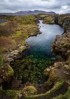 lago pieno di monete nel parco nazionale di pingvellir, islanda