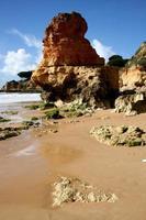 spiaggia e rocce, albufeira, algarve, portogallo