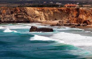 algarve, portogallo, europa. costa atlantica. onde dell'oceano di atla