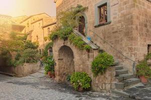 piccolo vicolo nel borgo toscano