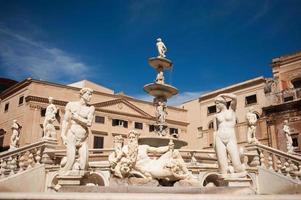 piazza fontana pretoria a palermo, sicilia