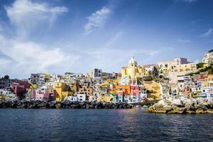 Procida, colorata isola della costa del Mar Mediterraneo, Napoli, Italia