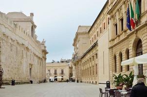 piazza barocca centrale nell'antica siracusa
