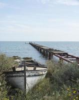 vecchia barca di legno foto